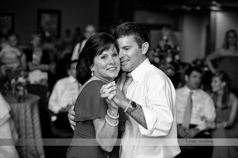 groom and mom dancing
