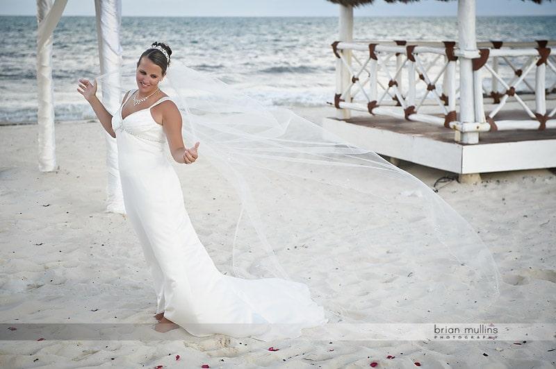 beach wedding portrait in cancun