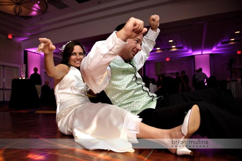 funny dance photos at weddings
