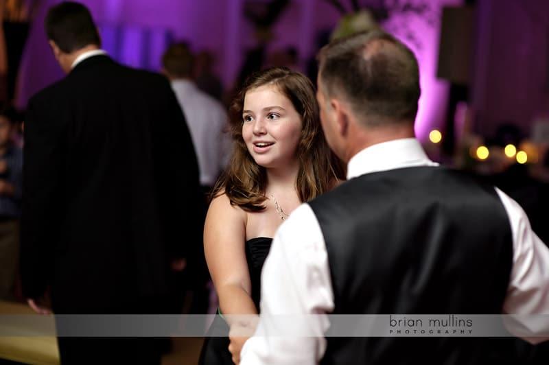 dad and daughter dancing at wedding