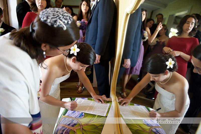 bride signing the ketubah