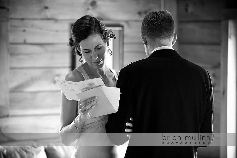 bride and groom read each others wedding day notes